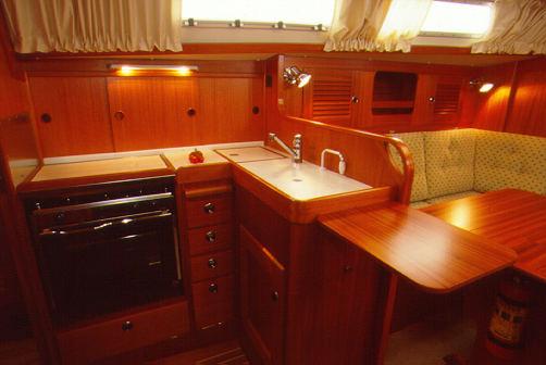 http://www.scancharter.com/wp-content/uploads/boats/9814_hr34-4[1].jpg
